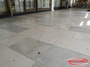 Почистване на под от мрамор