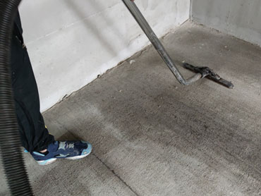 Машинно и ръчно почистване на подземен паркинг